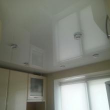 Дизайн интерьера: Глянцевый натяжной потолок